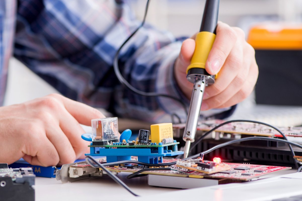 5 Factors to Consider When Deciding Between Computer Repair And Replacement